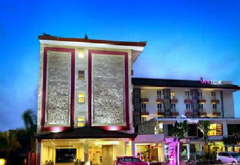 Front Hotel 1