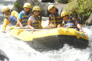 Rafting di sungai telaga waja