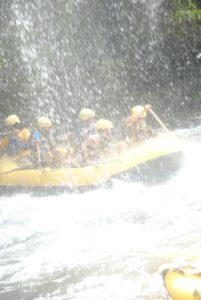 Rafting di sungai telaga waja3