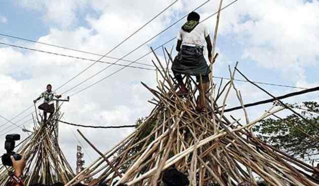 Perang tonkat kayu di Bali