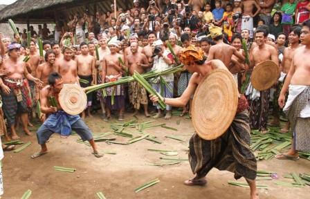 Tradisi Mekare-kare