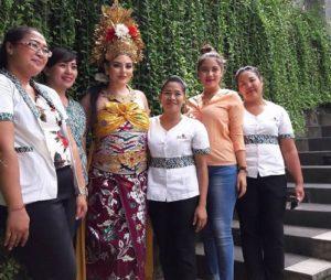 Putri Arab Cantik dalam busana adat Bali
